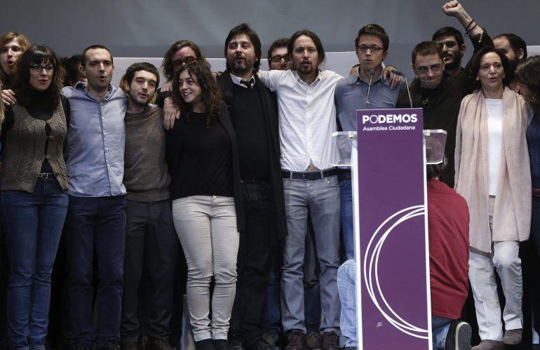Foto de archivo de 2014, del líder de Podemos, Pablo Iglesias, con algunos de los miembros del Consejo Estatal Ciudadano elegido en la asamblea conocida como Vistalegre I. EFE/Chema Moya