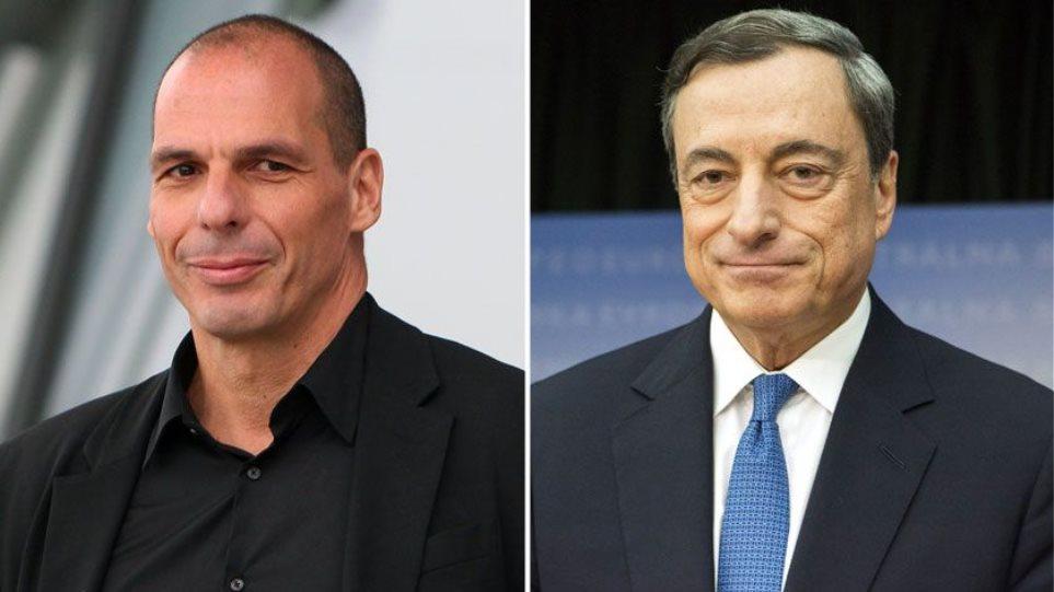 El exministro de Finanzas griego, Yanis Varoufakis, y el presidente saliente del BCE, Mario Draghi.