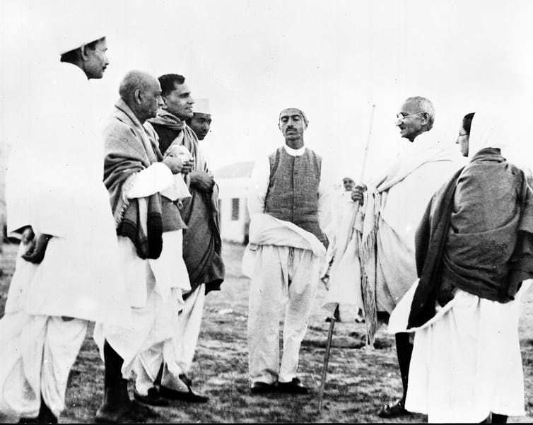 Gandhi mantuvo frecuentes conversaciones con destacados empresarios industriales como Jagal Kishore Birla (a la izquierda), del Grupo Birla. AP Photo