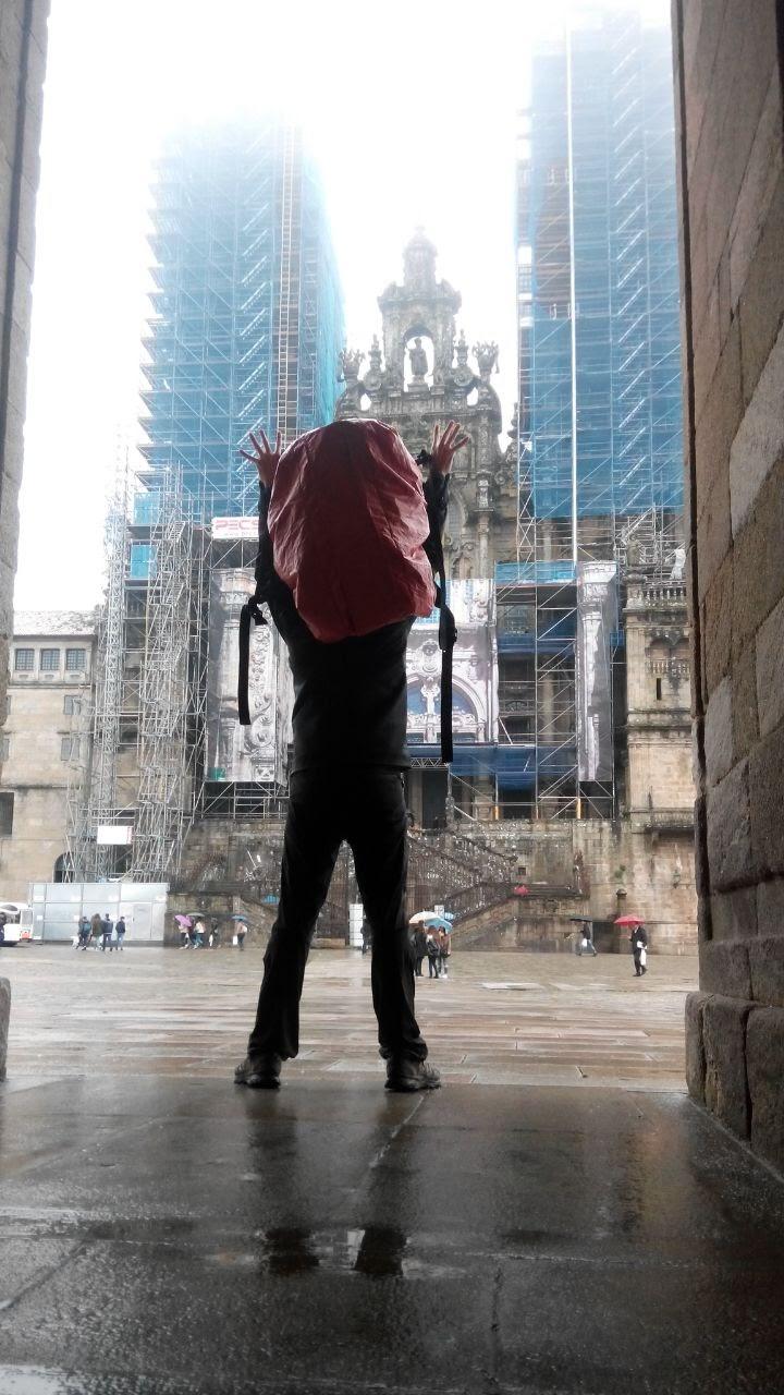 Cristóbal García, frente a la Catedral de Santiago.