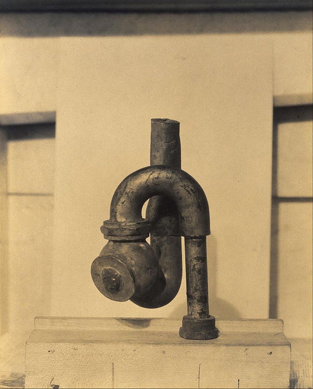 'God', escultura de Elsa von Freytag Loringhoven fotografiada por Morton Schamberg (1917) The Museum of Fine Arts, Houston