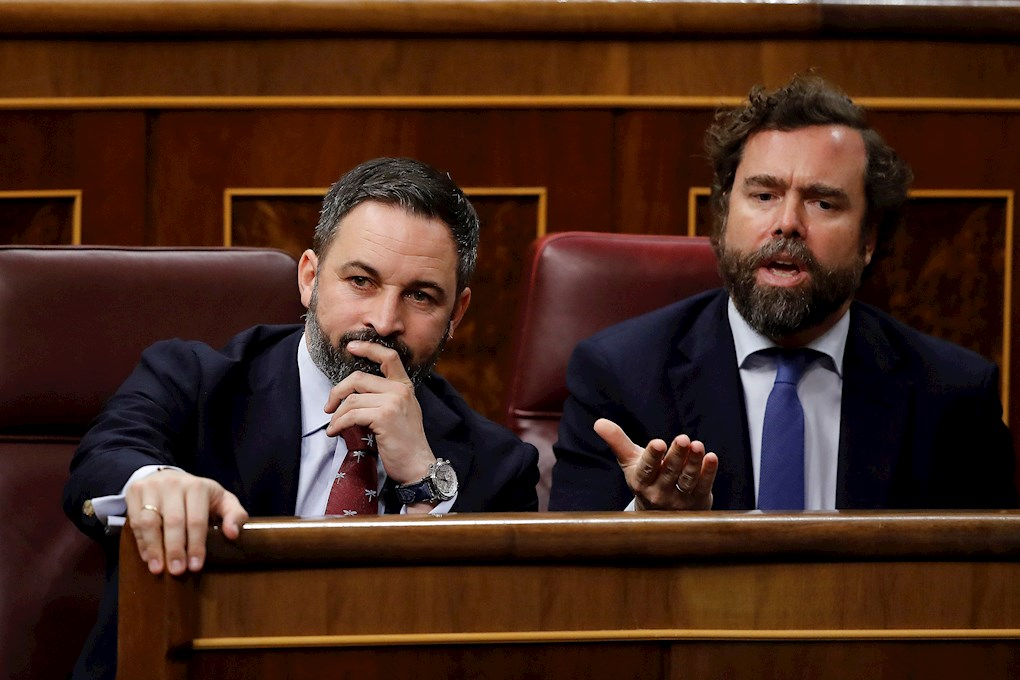 Los diputados de Ivan Espinosa de los Monteros y Santiago Abascal, en sus escaños del Congreso. EFE