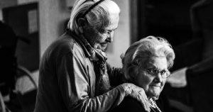 Frente a la soledad no deseada, ¿la comunidad o el mercado?
