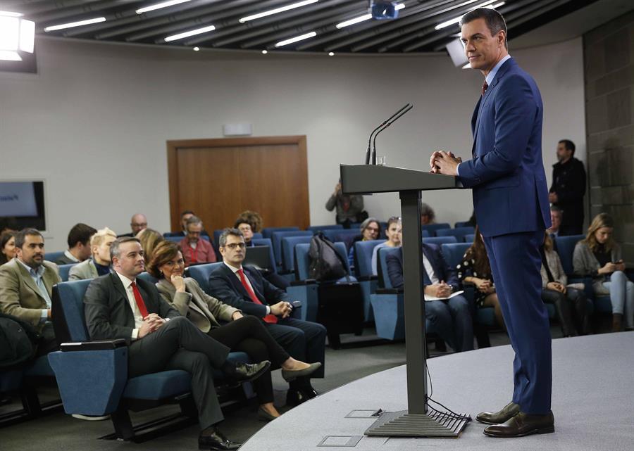 El presidente del Gobierno, Pedro Sánchez, en la comparecencia ante los medios en el Palacio de la Moncloa, en la que informó de la formación de su nuevo Gobierno. EFE/Paco Campos