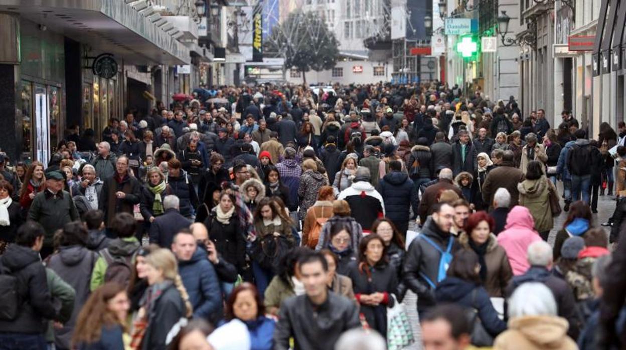 Vista de la calle Preciados, una de las más comerciales de Madrid. EFE