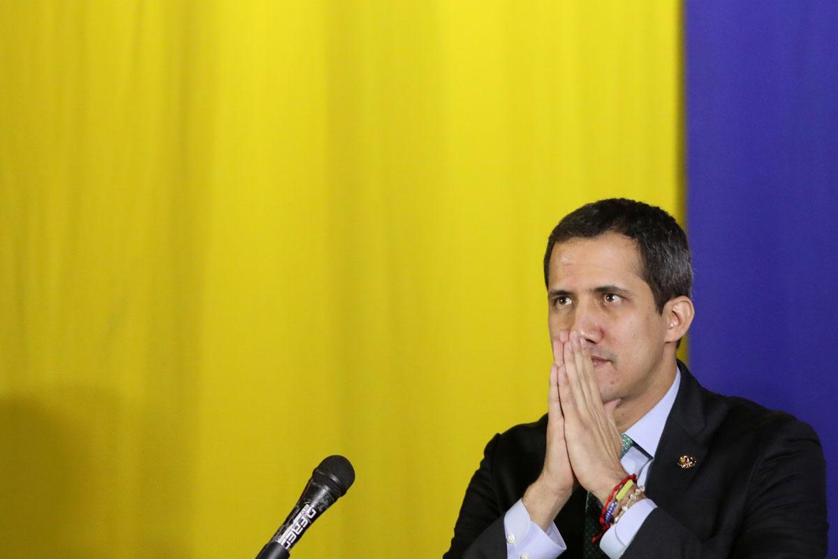 El líder opositor y autoprocalamado presidente encargado de Venezuela, Juan Guaidó, en una sesión ordinaria del Legislativo venezolano, en San Antonio de los Altos. REUTERS/Manaure Quintero