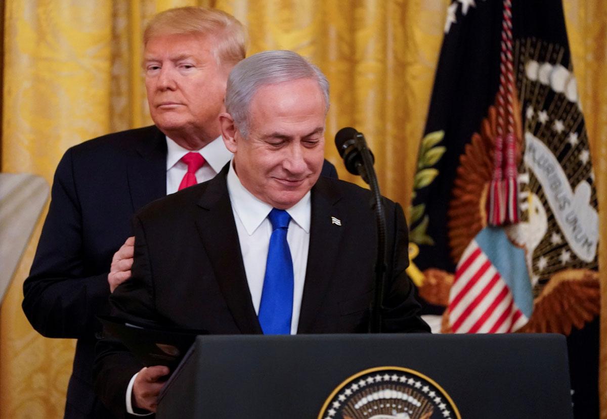 El presidente de EEUU, Donald Trump, juna al primer ministro israelí, Benjamin Netanyahu, en la Casa Blanca tras presentar su propuesta de plan de paz para Oriente Medio. REUTERS / Joshua Roberts