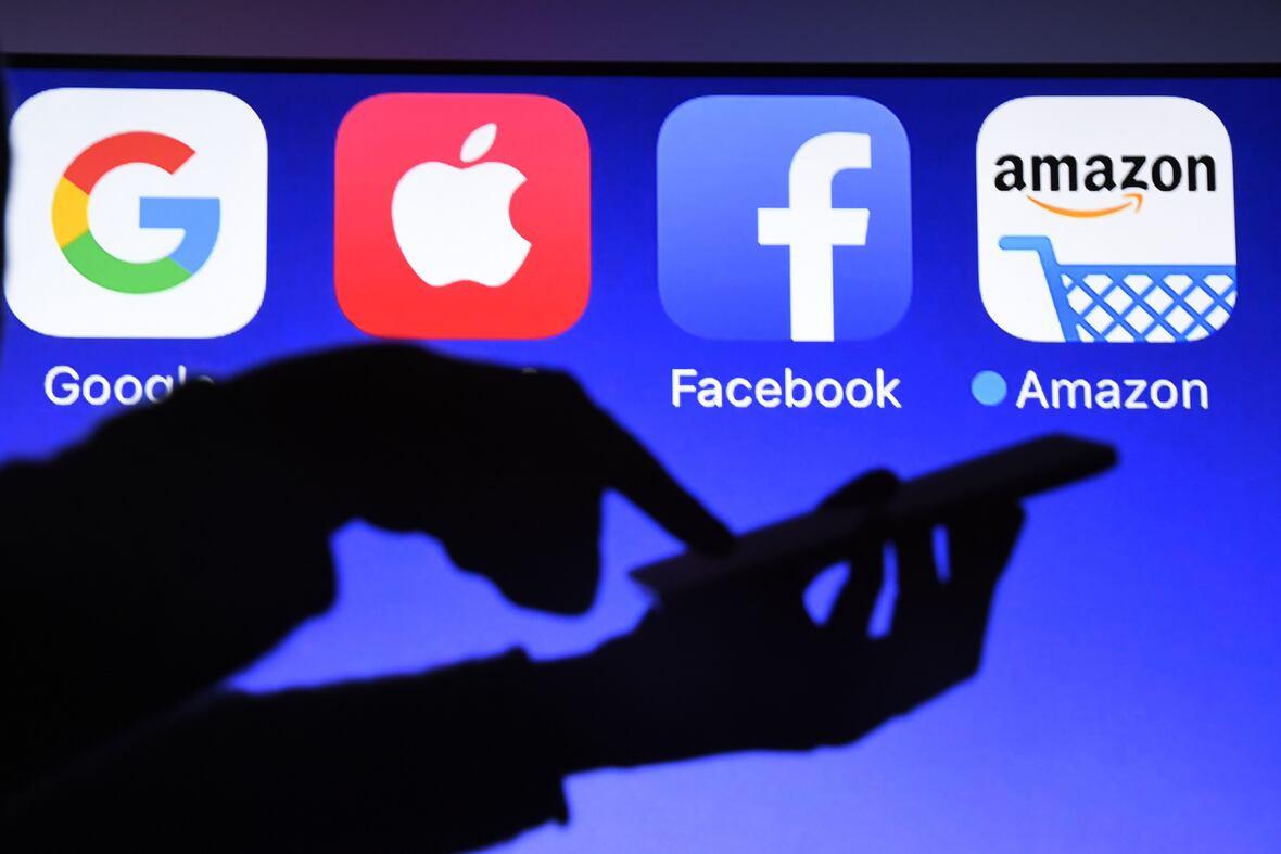 Los logos de Google, Apple, Facebook y Amazon.