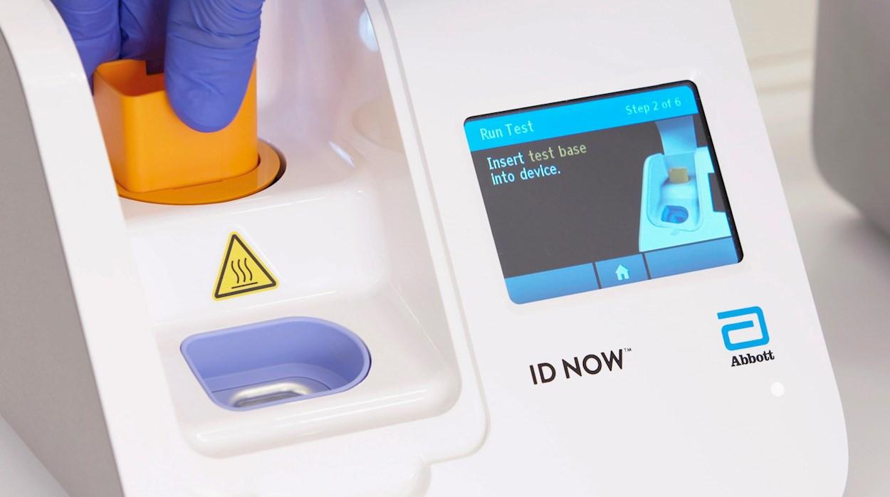 Un aparato para realizar test del coronavirus de la empresa estadounidense de tecnología médica Abbott Laboratories. EFE