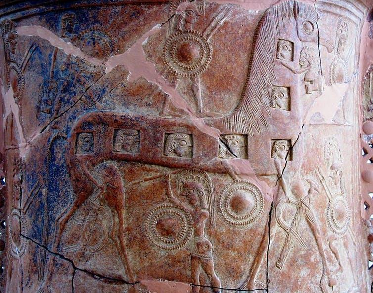 Caballo de Troya en un detalle del Vaso de Mikonos (Museo Arqueológico de Mikonos, Grecia), del siglo VII a. C.