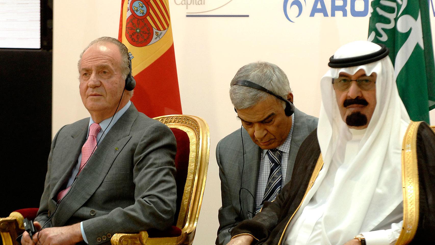 Fotografía de junio de 2007, del rey Juan Carlos y el rey de Arabia Saudí, Abdallah Bin Abdulaziz, durante la presentación del Fondo Hispano-Saudí de Infraestructuras. EFE