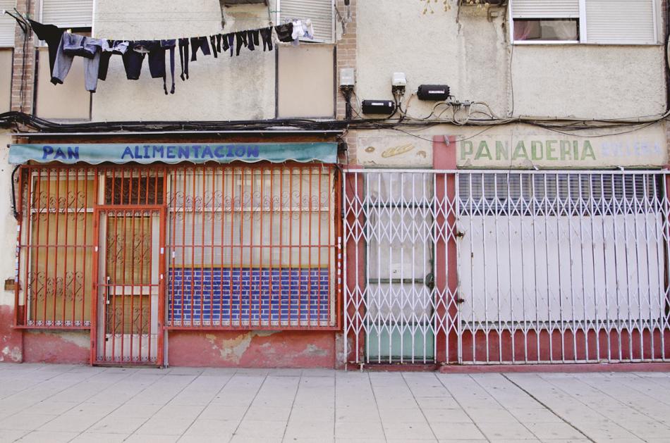 Casas y tiendas cerradas en Villaverde. La imagen forma parte del proyecto Photovoice Villaverde, cuyo investigador principal es el autor de este artículo. Víctor Carreño / Photovoice Villaverde, Author provided