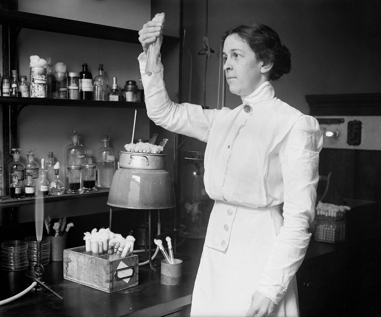 Alice C. Evans (hacia 1915) Wikimedia Commons