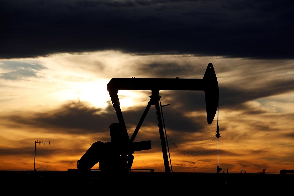 Bomba de extrancción de crudo en un campo petrolífero en Texas (EEUU). REUTERS/Angus Mordant