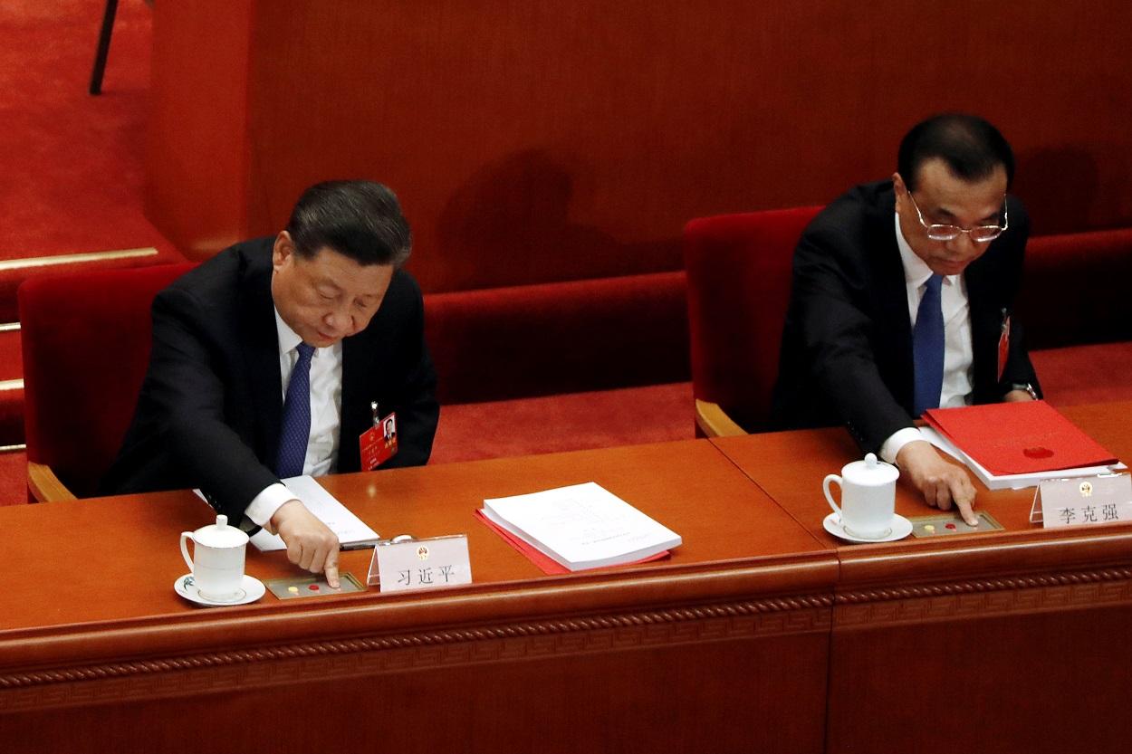 El presidente chino, Xi Jinping, y el primer ministro Li Keqiang, en la sesión de clausura de la Asamblea Popular Nacional de China, en el Gran Salón del Pueblo en Pekín. REUTERS / Carlos Garcia Rawlins