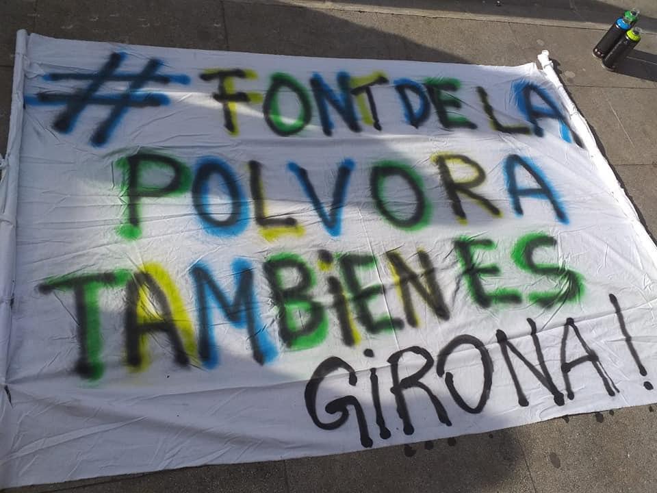 Pancarta en Font de la Polvora.