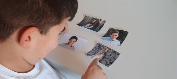 Un niño, durante una de las fases de la investigación. Imagen cedida por la autora.