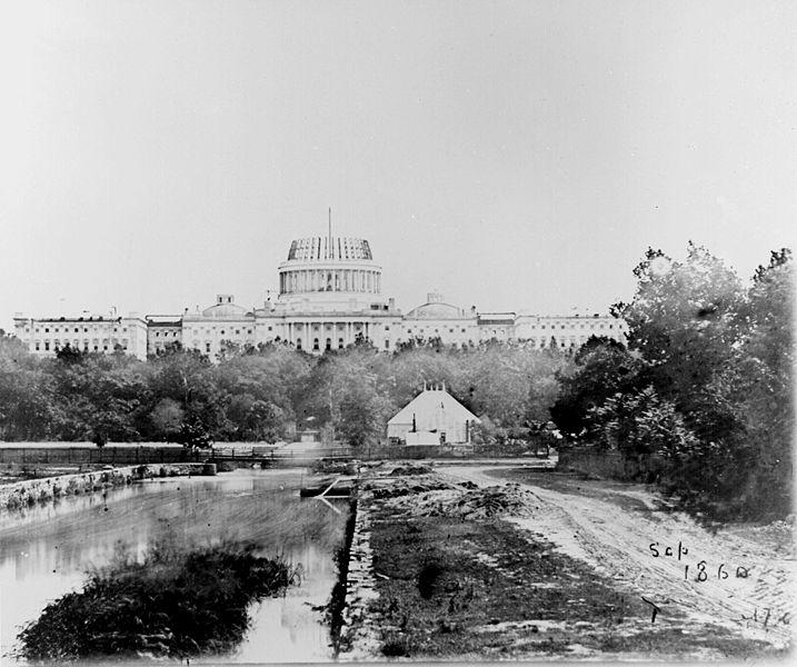 El Capitolio en construcción en 1860. Wikimedia Commons / National Archives and Records Administration