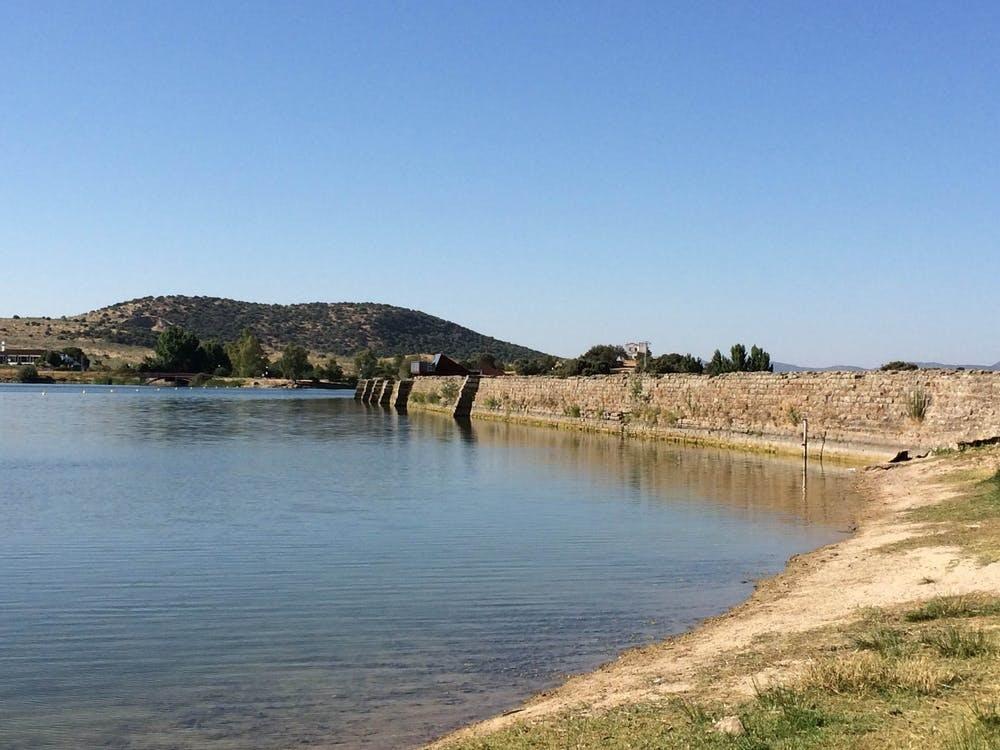 El embalse de Proserpina, en las inmediaciones de Mérida (Extremadura), del siglo I a.e.c., forma parte del conjunto arqueológico de Mérida, declarado Patrimonio de la Humanidad en 1993 por la Unesco. Wikimedia Commons / Alonso de Mendoza, CC BY-SA