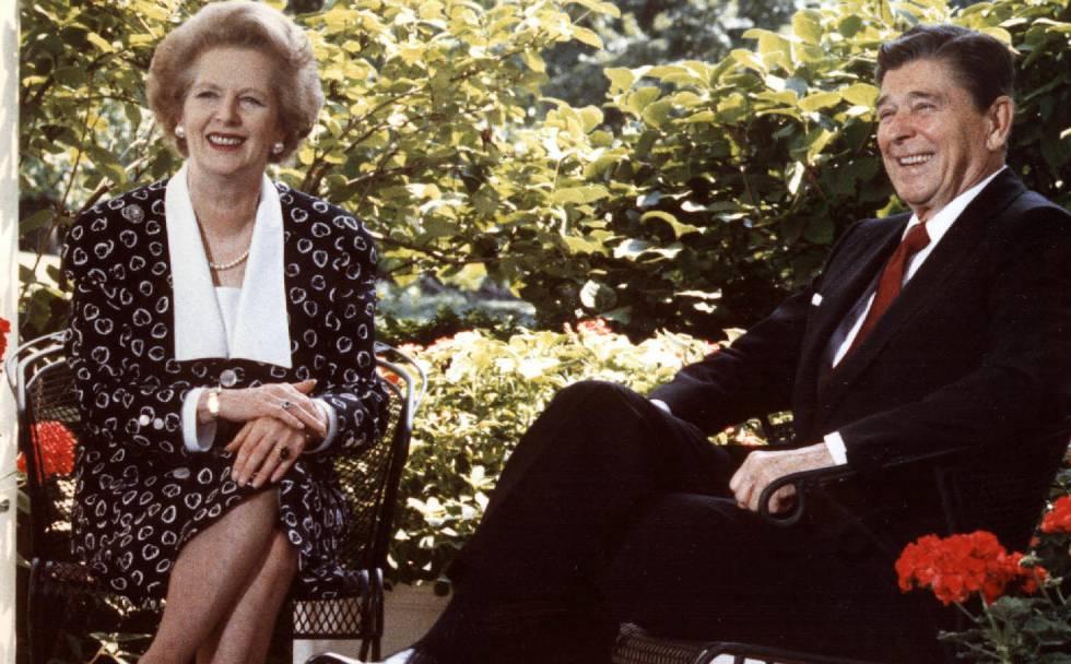La primera ministra británica, Margaret Thatcher, con el presidente de EE UU, Ronald Reagan, en la Casa Blanca en 1987. /AP