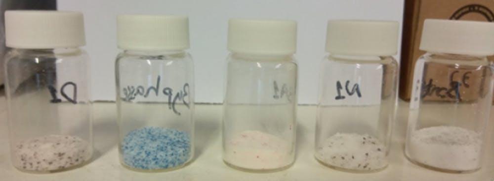Microplásticos obtenidos de diferentes productos en el laboratorio. Author provided