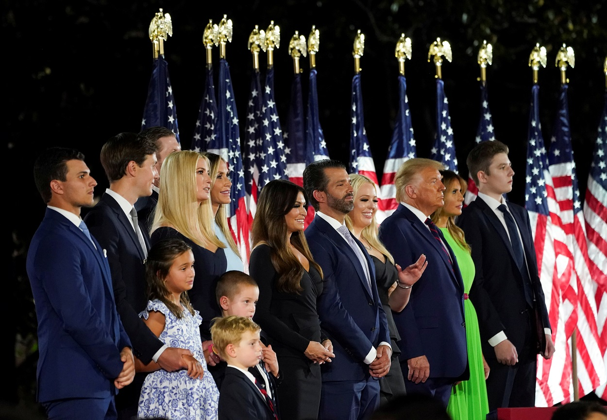 Donald Trump y toda su familia, al final de la Convención Republicana. REUTERS/Kevin Lamarque