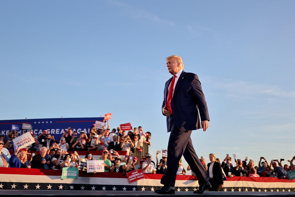 El presidente de EEUU, Donald Trump, en un acto de la campaña electoral, en Londonderry, New Hampshire. REUTERS/Carlos Barria