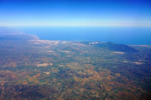 Vista aérea de la costa de Málaga y el Mar de Alborán. Shutterstock / EQRoy