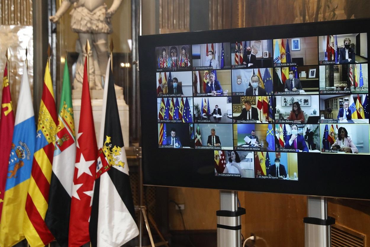 Los presidentes autonómicos se conectan a la Conferencia de presidentes autonómicos donde se analizó el reparto de los fondos europeos de reconstrucción. EFE/Chema Moya/POOL