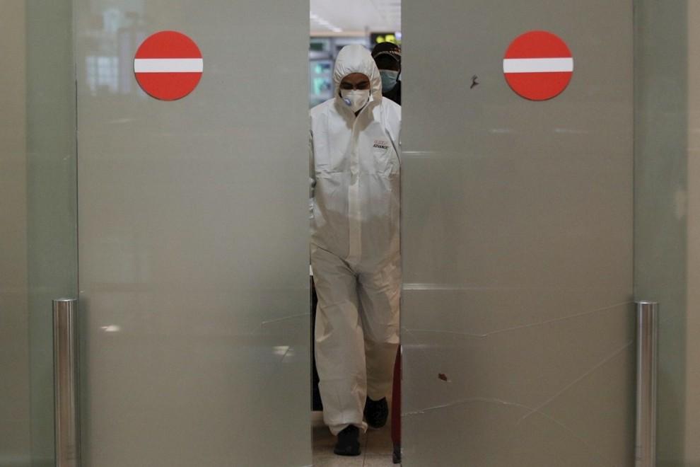 La Organización Mundial de la Salud (OMS) advirtió hoy de las consecuencias para la salud mental que está teniendo el coronavirus en el mundo.EFE/ Alejandro García