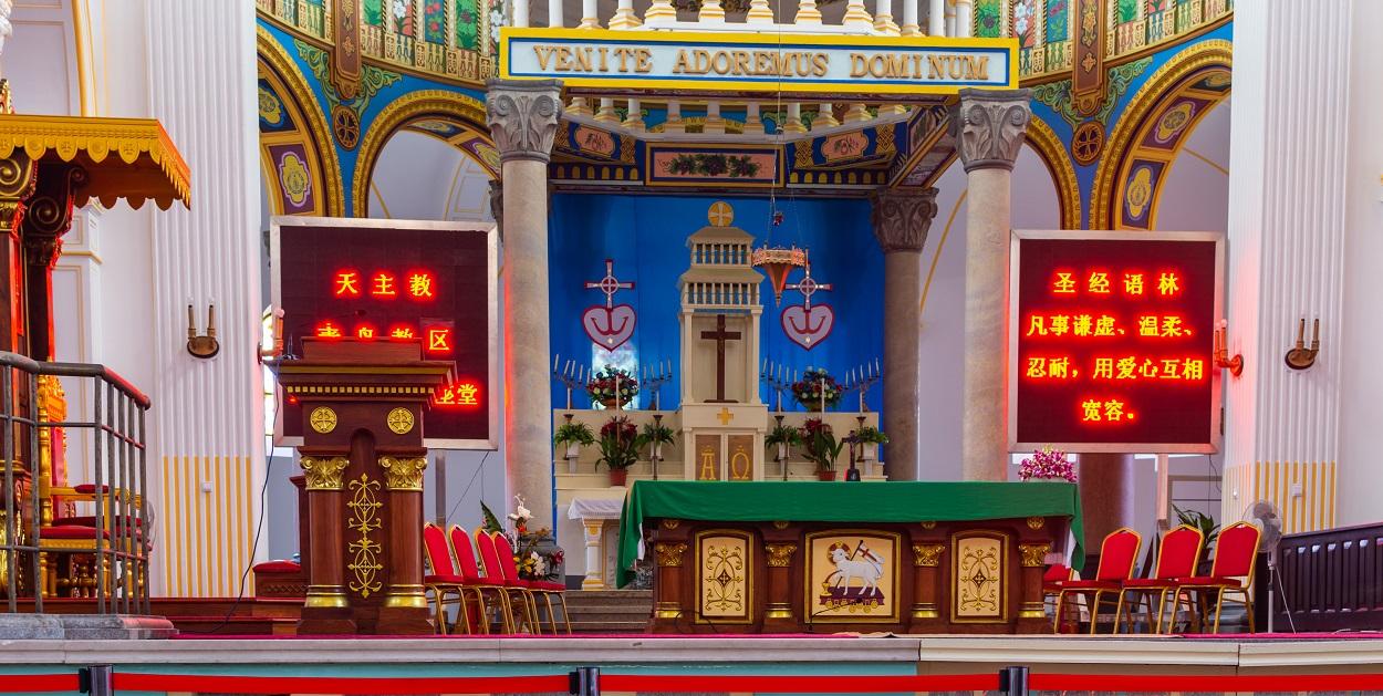 Catedral de San Miguel, iglesia católica construida por misioneros alemanes en Qingdao, provincia de Shandong, China. Shutterstock / Mirko Kuzmanovic
