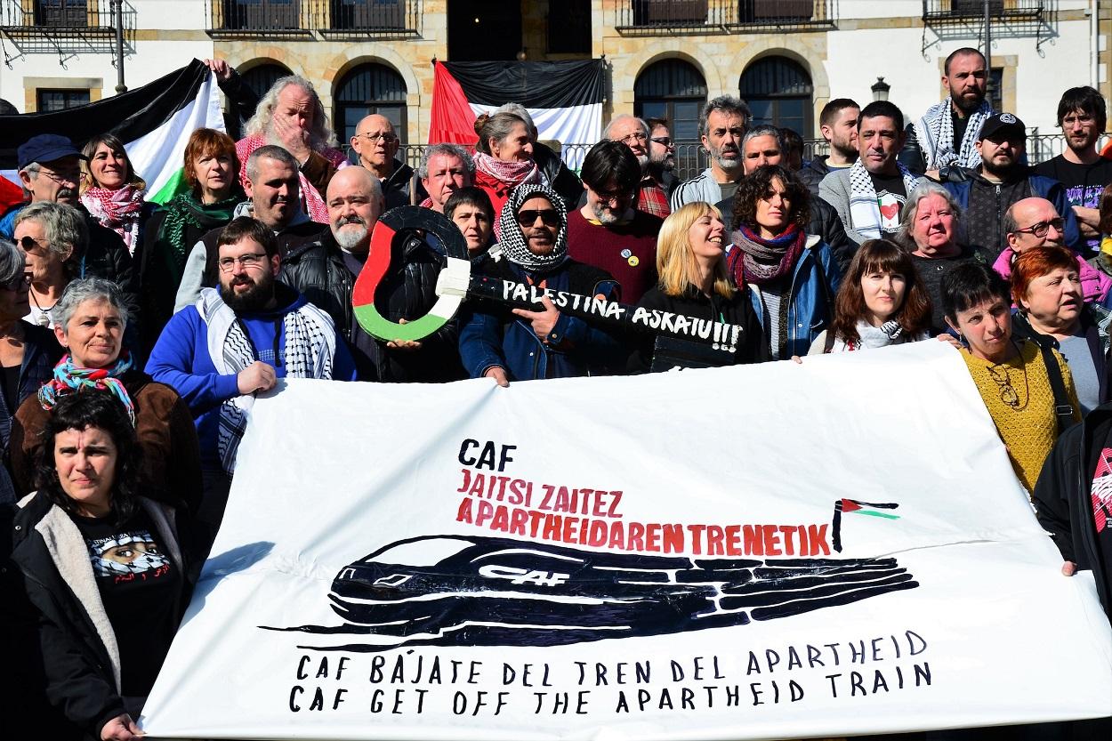 Grupos de derechos humanos en Euskal Herria lanzaron una campaña en febrero 2020 pidiendo a la empresa vasca CAF que se retire del proyecto para expandir el tranvía de Jerusalén en los asentamientos ilegales israelíes.