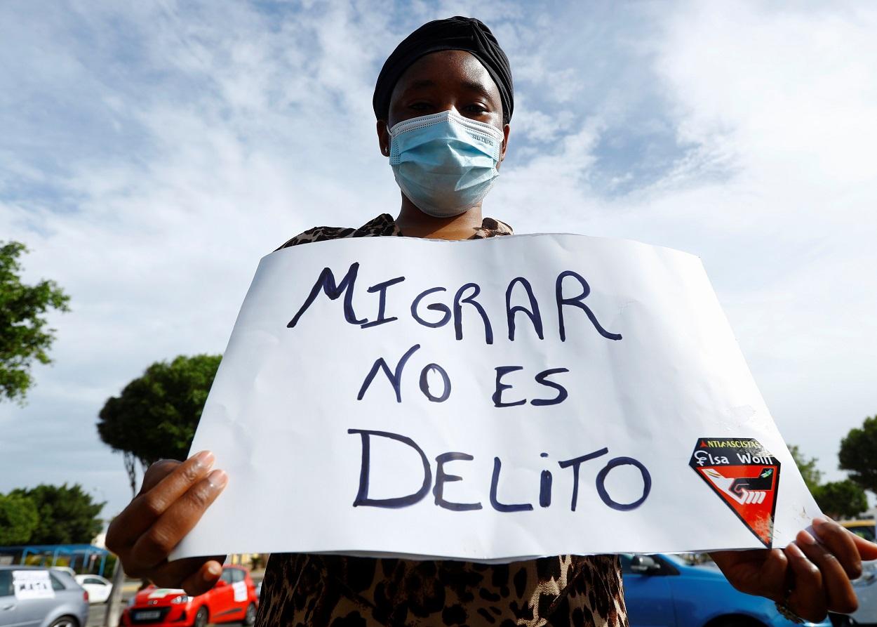 Manifestación en favor de los derechos de los migrantes, en Arguineguin (Gran Canaria). REUTERS/Borja Suarez