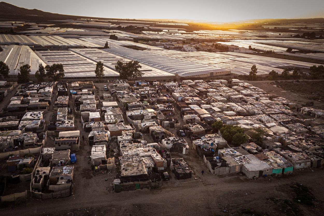 Vista de un asentamiento de migrantes agricultores en Almería. FOTO: Ignacio Marín