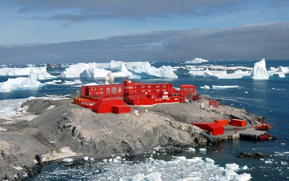 Base antártica chilena General Bernardo O'Higgins. INACH