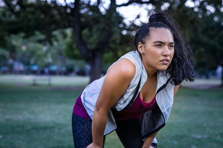 Incluso las personas muy en forma tienen que frenar en seco por la covid prolongada. Rido/Shutterstock