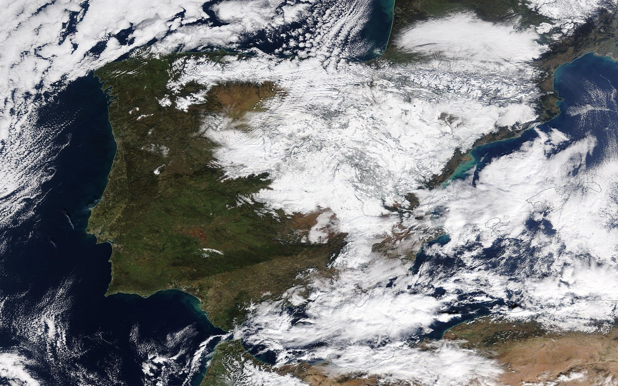 Vista de satélite de la nieve y nubes sobre la península el 11 de enero. NASAEarth