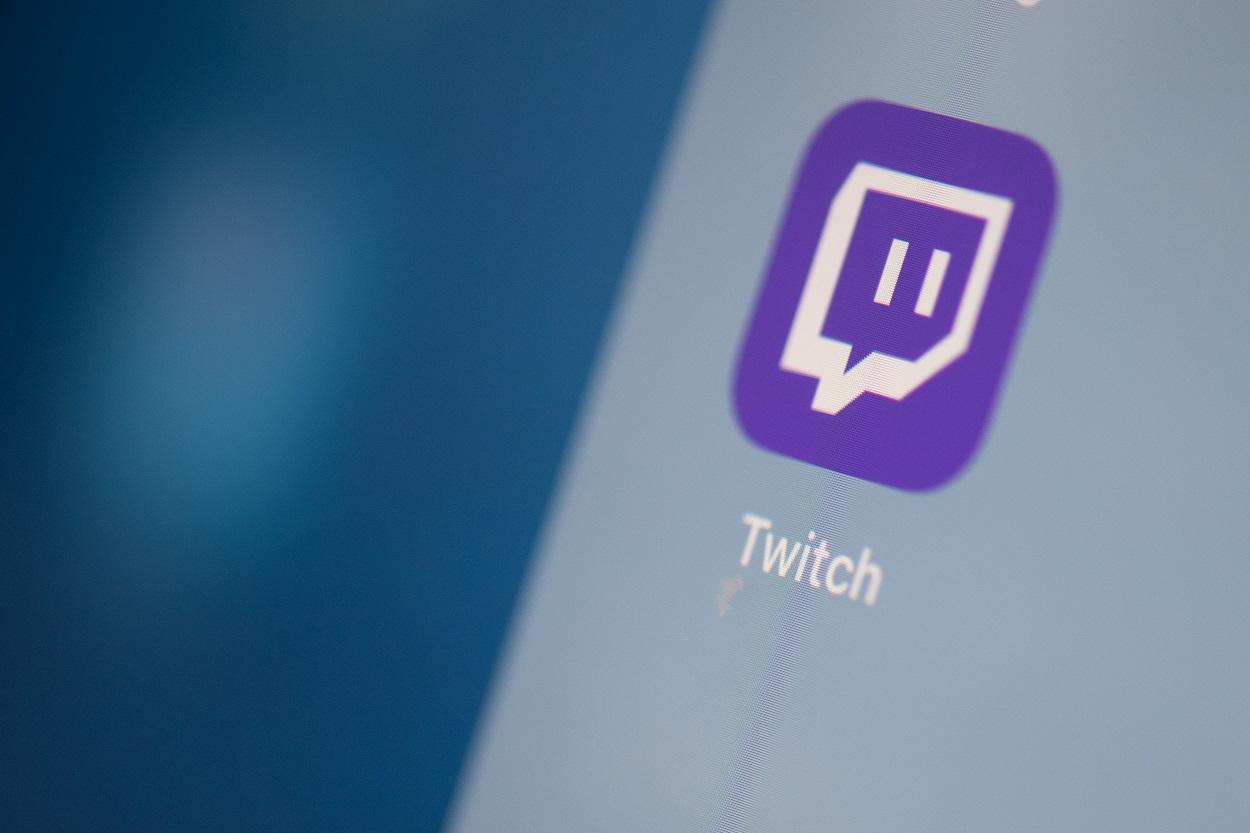 El logo de la plataforma de video por streaming Twitch,, en la pantalla de una tablet. AFP/Martin BUREAU