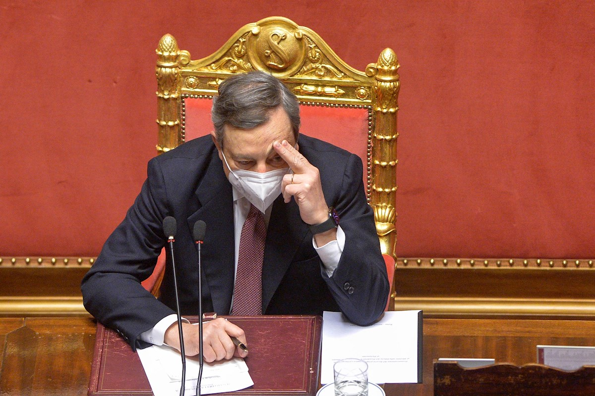 El flamante primer ministro italiano Mario Draghi, en el Senado, durante la sesión de la cuestión de confianza al nuevo Ejecutivo. EFE / EPA / STEFANO CAROFEI / POOL