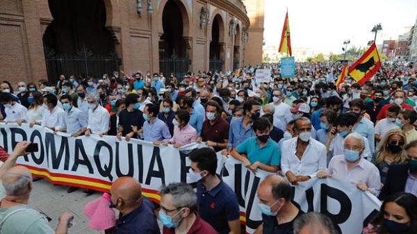Concentración en los alrededores de la plaza de toros de Las Ventas, en Madrid, a favor de la tauromaquia.