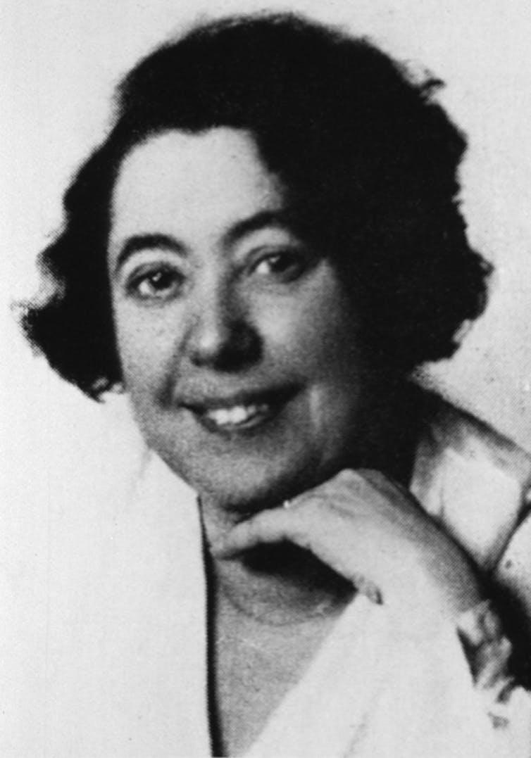 Lina Stern (1878-1968).