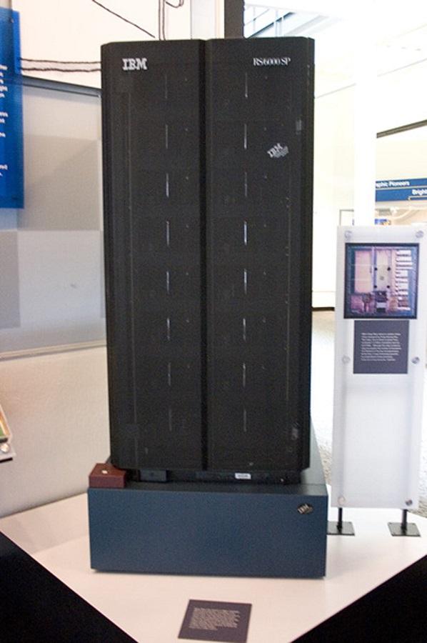 Deep Blue, de IBM. Un ordenador similar a éste derrotó al campeón mundial de ajedrez Garry Kasparov. Wikimedia Commons / James, CC BY-SA
