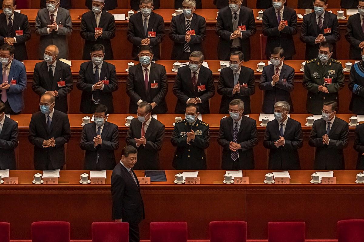 El presidente chino Xi Jinping, a su llegada la primera jornada de la reunión anual de la Asamblea Nacional Popular (ANP) china, en Pekín, en marzo de 2021. EFE/ Roman Pilipey