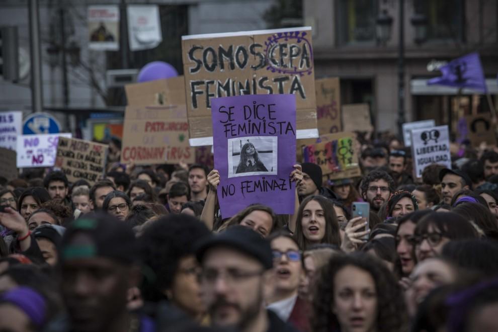 Pancartas en la manifestación del 8M de 2020 en Madrid.- JAIRO VARGAS