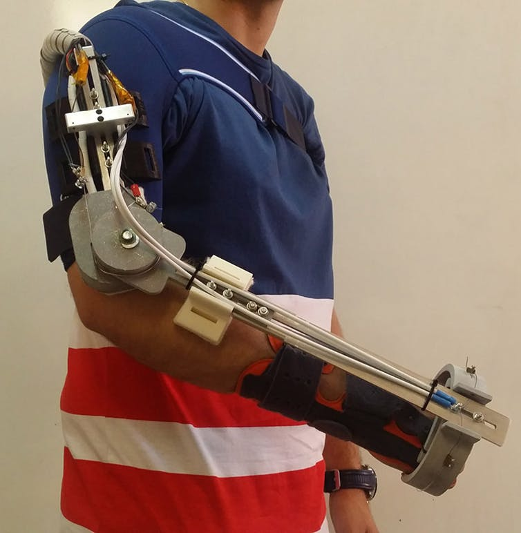Figura 7. Exoesqueleto para la rehabilitación de brazo desarrollado por el RoboticsLab de la Universidad Carlos III de Madrid. TELOS