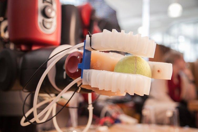 Figura 4. Mano robótica blanda desarrollada por el MIT. MIT