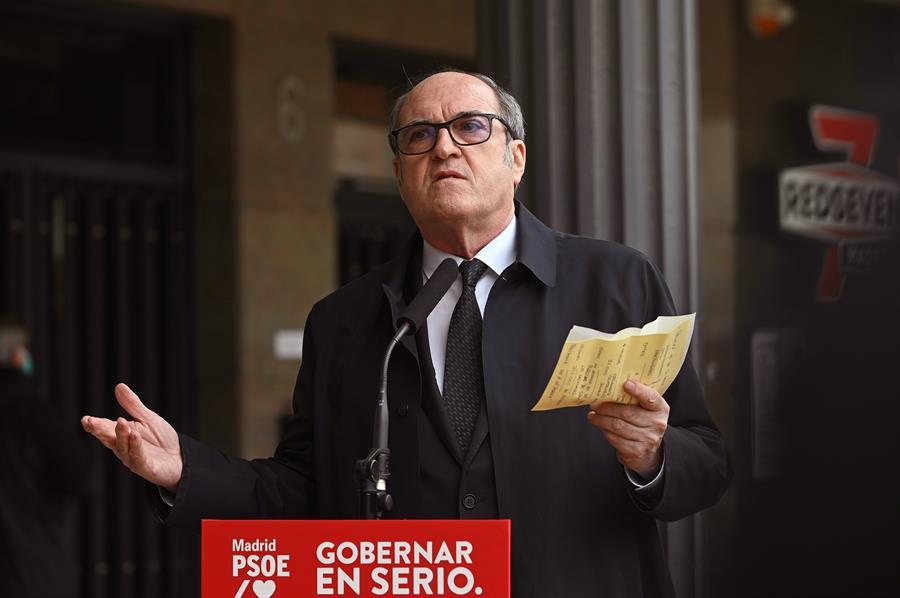 El candidato socialista a la presidencia de la Comunidad de Madrid, Ángel Gabilondo durante un acto electoral celebrado en Arganda del Rey en Madrid este viernes. EFE/ Fernando Villar