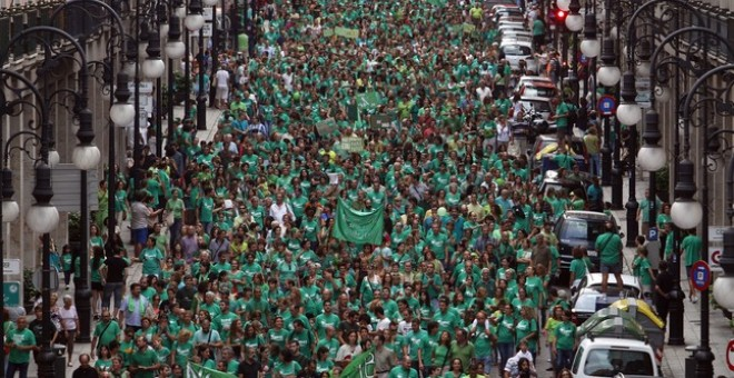 La Marea Verde inunda las calles de Palma. Enrique Calvo/REUTERS