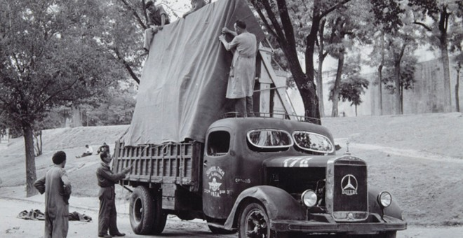 Camión militar evacuando a Valencia 'La familia de Carlos IV', de Goya. - MUSEO DEL PRADO