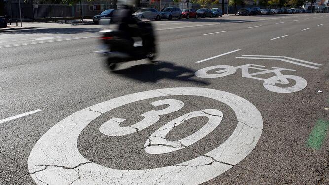 Una señal de circulación a 30 km/h. / EFE